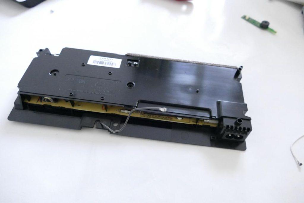 Playstation-4-Slim-2-1024x683