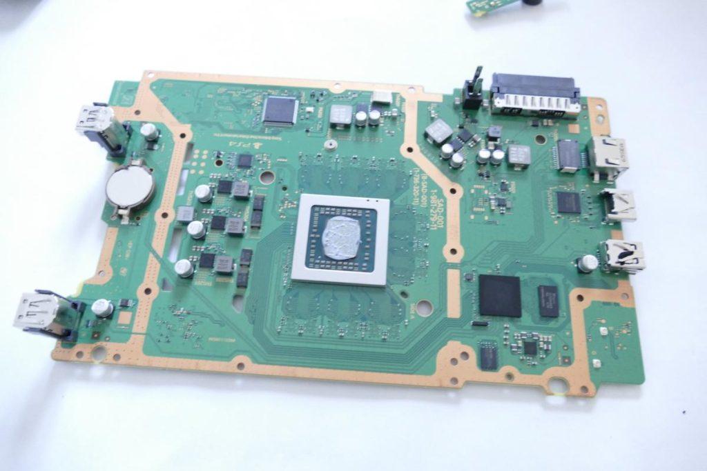 Playstation-4-Slim-5-1024x683