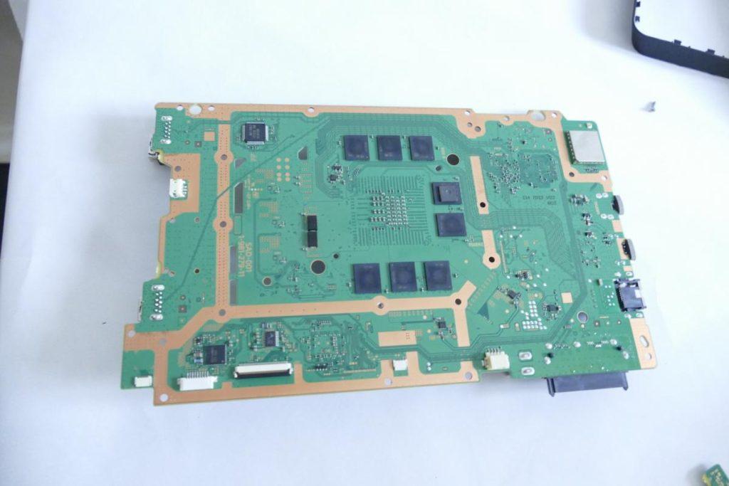 Playstation-4-Slim-6-1024x683